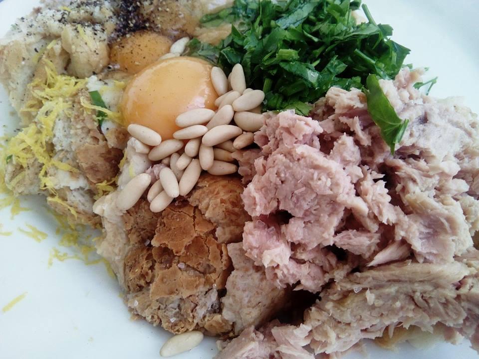 ingredientes: atíun, huevo, piñones, limón, perejil